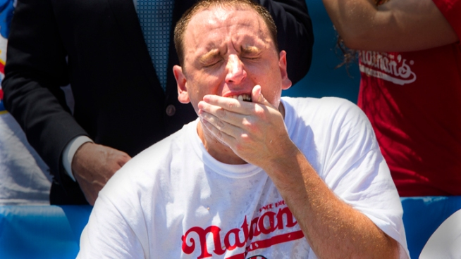 Joey Chestnut ate his way to a sixth straight win at the Fourth of July hot dog eating contest at Coney Island on Wednesday, tying his personal best in a sweaty, gag-inducing spectacle.The 28-year-old San Jose, Calif., man nicknamed