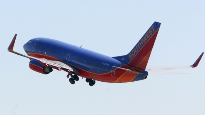 Southwest Delays 737 Deliveries, Boosts Dividend