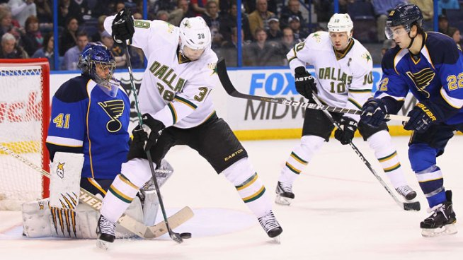 Jaroslav Halak Leads Surging Blues Past Stars