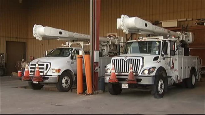 Local Oncor workers are heading for Louisiana Thursday around 11:30 a.m. to help restore power knocked out by Isaac.