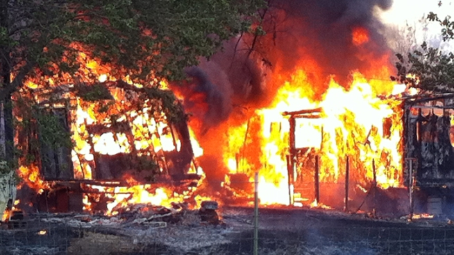 Fast-Moving Fire Destroys 5 Mobile Homes