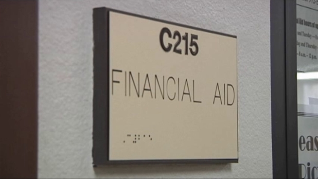 Issues with financial aid at Eastfield and other college campuses have forced students to drop classes and struggle with paying for school.