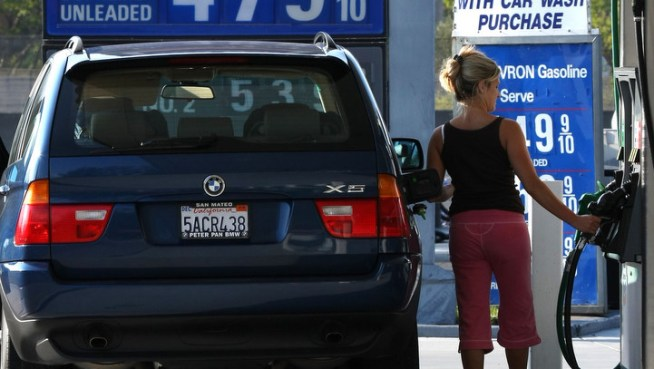 Gas Prices Drop 5 Cents Across Texas