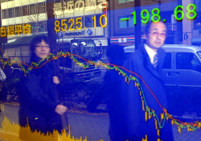 Asia Stocks Fall After Bleak US Economic Data