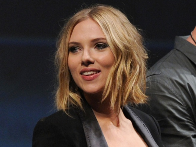 "Scarlett Johansson Guests on ""SNL"""