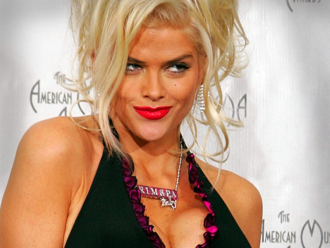Anna Nicole Smith's Docs, Boyfriend Face Drug Charges in Court