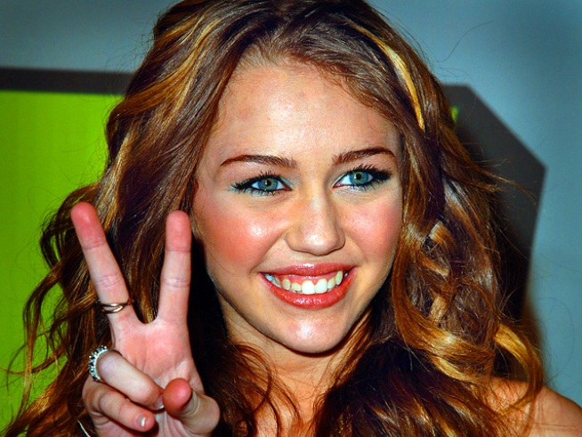 "Miley Cyrus, ""Twilight"" Stars Join Oscar Presenter Lineup"