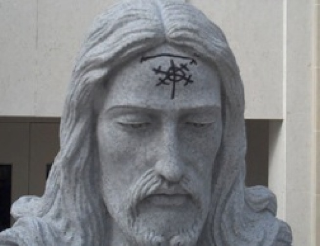 "Jesus Statue Tagged ""Who Dis?"""