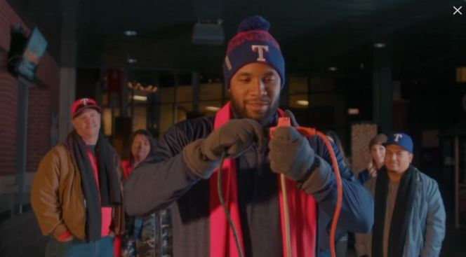 Elvis Andrus Channels Clark Griswold in Rangers' Holiday Card