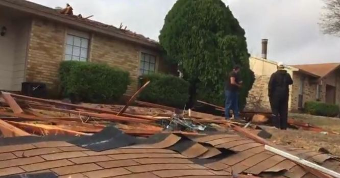 [DFW] 95 MPH Winds Reported in DeSoto, 30 Homes Damaged