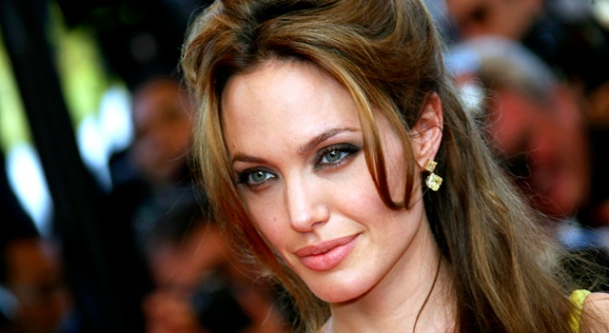 Angelina Jolie Urges World Not To Forget Iraqi Refugees