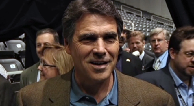 Perry Says Texas is Ready to Deal With Swine Flu
