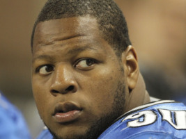 Suh Apologizes To Barber For Hair-Pulling