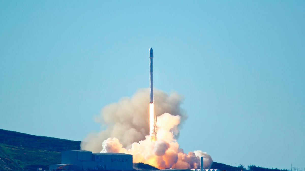 SpaceX Launches First Rocket Since Explosion in Florida